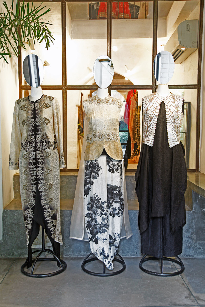 The Silver Lining 25 Years Of Fashion At Ogaan Exhibition Lbb
